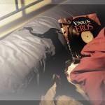 Adele, la ganadora del IV Concurso de relatos eróticos Destino: Placer, nos manda una foto de su premio